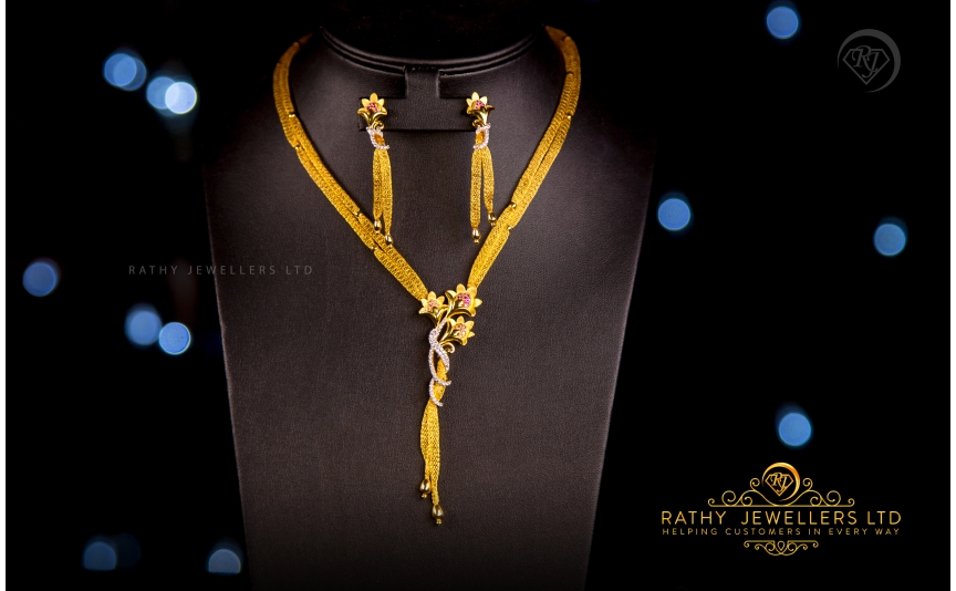 DESIGNER NECKLACE. Stunningly crafted gold ornaments to suit the taste of Jewellery lovers.